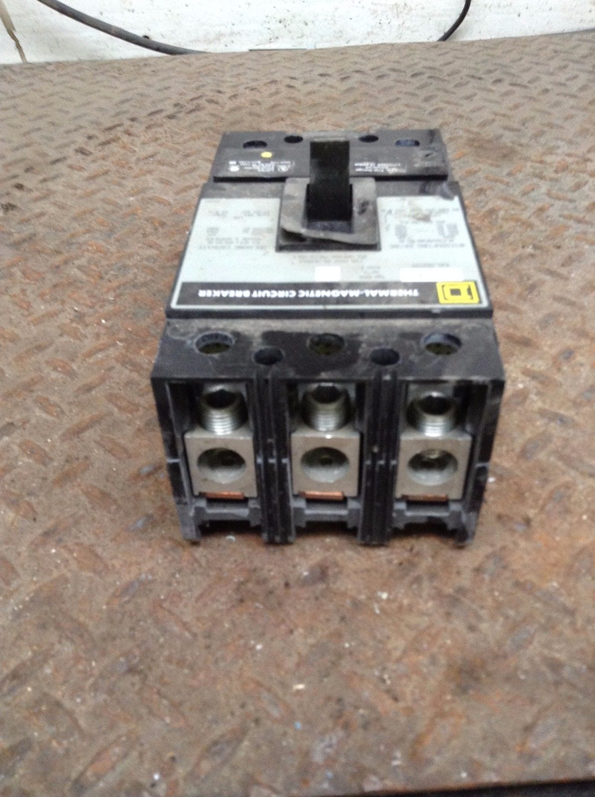 Square D 3p Thermal Magnetic Circuit Breaker Mccb 250a 600v Moses Breakers Some Use A